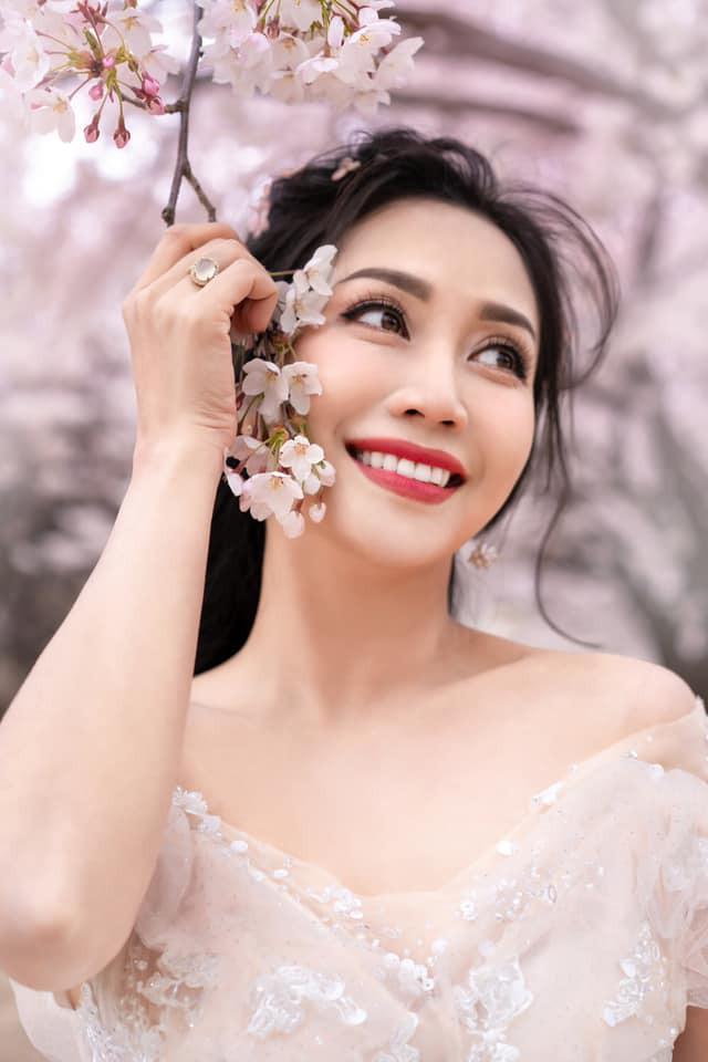 Ốc Thanh Vân khoe ảnh cưới chụp tại Hàn Quốc, vô tình để lộ hình xăm gợi cảm - Ảnh 2.