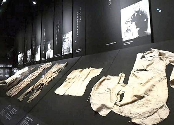 Bảo tàng Hiroshima hút du khách nước ngoài - Ảnh 1.
