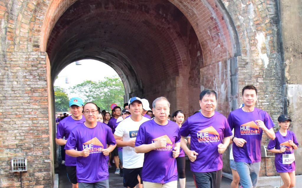 Full marathon lần đầu tiên khởi tranh tại Huế thu hút hàng nghìn vận động viên trong nước và quốc tế