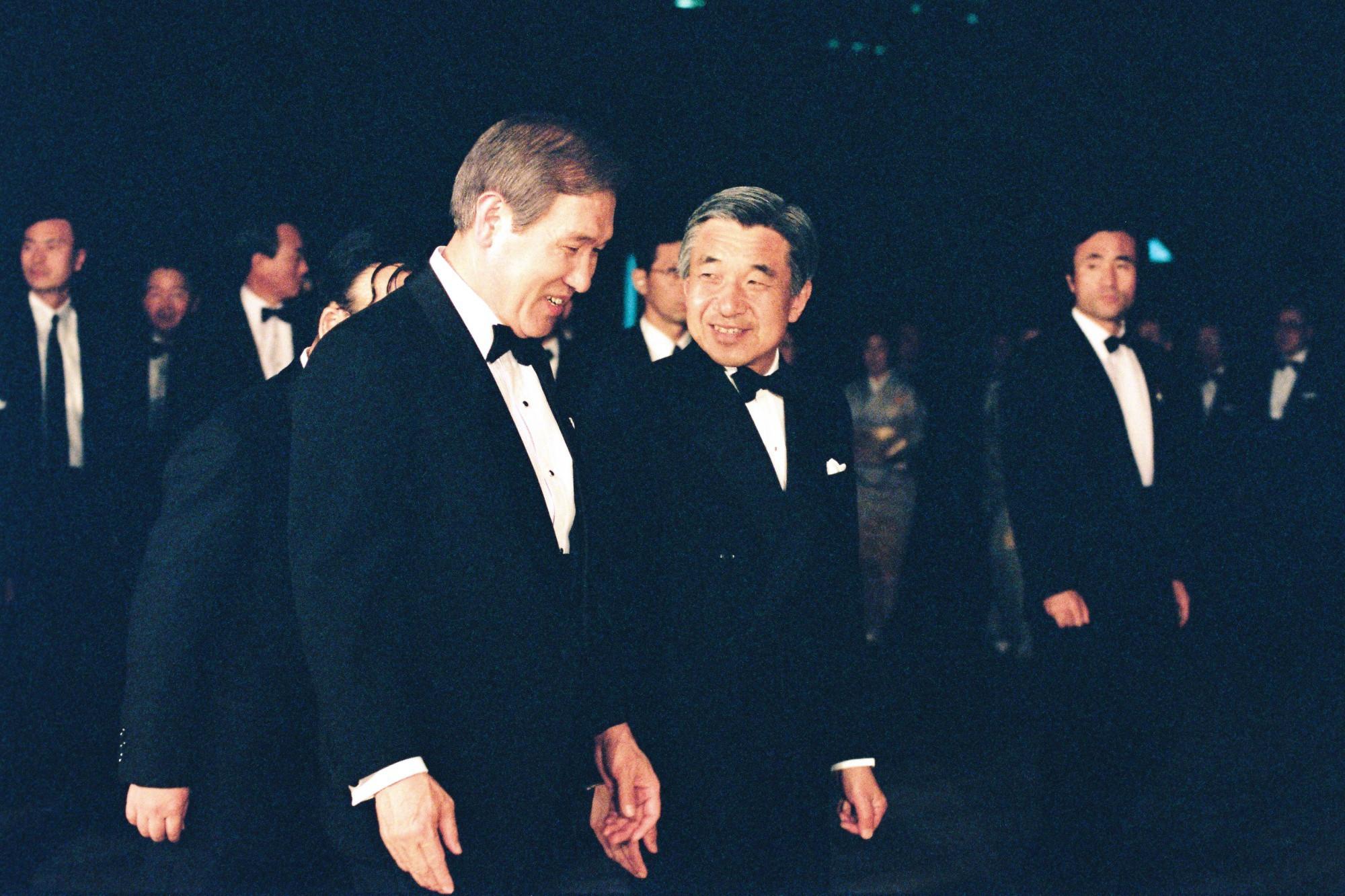 Nhật Hoàng Akihito: Vị hoàng đế của nhiều lần đầu tiên - Ảnh 10.