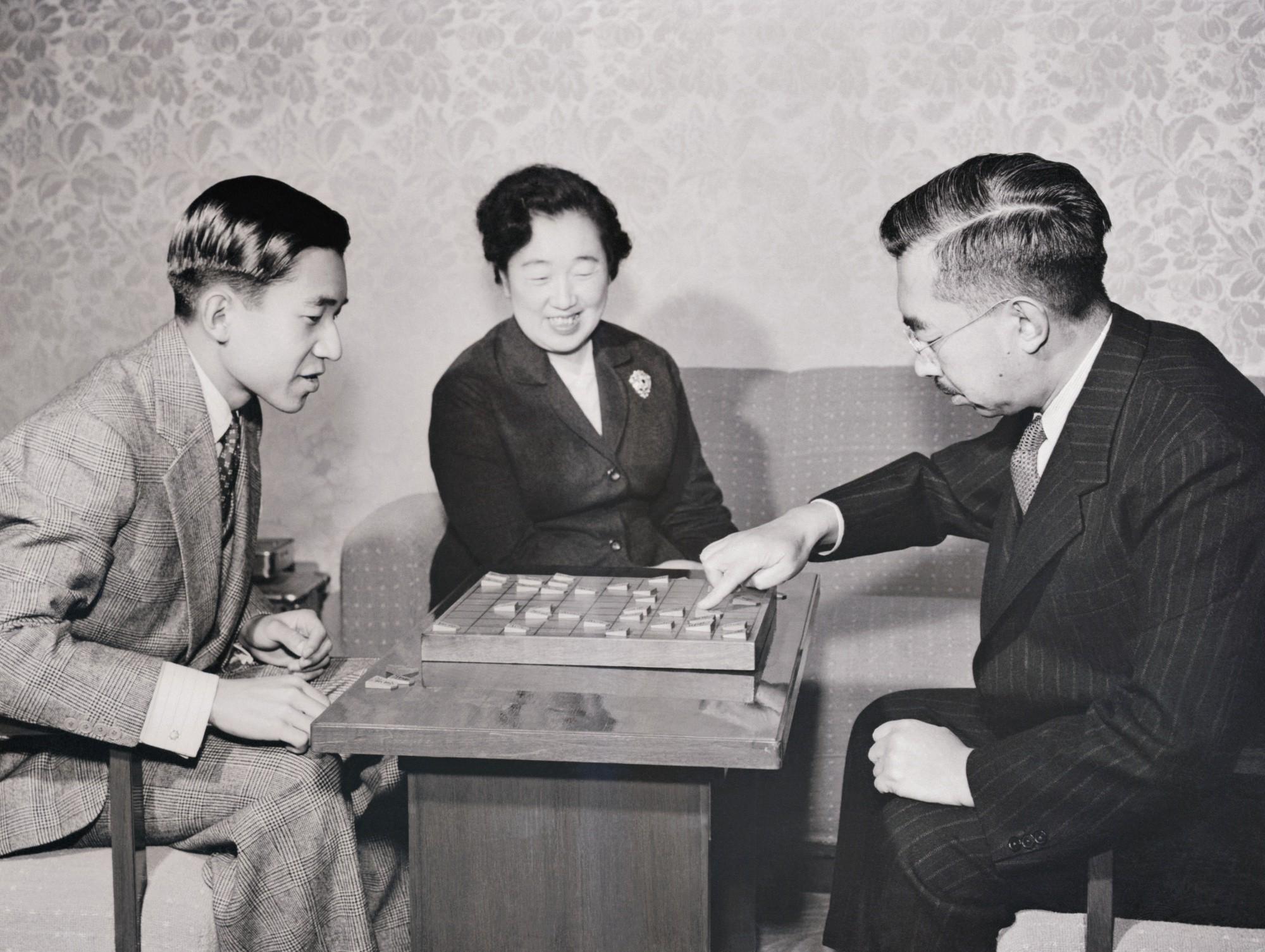 Nhật Hoàng Akihito: Vị hoàng đế của nhiều lần đầu tiên - Ảnh 1.