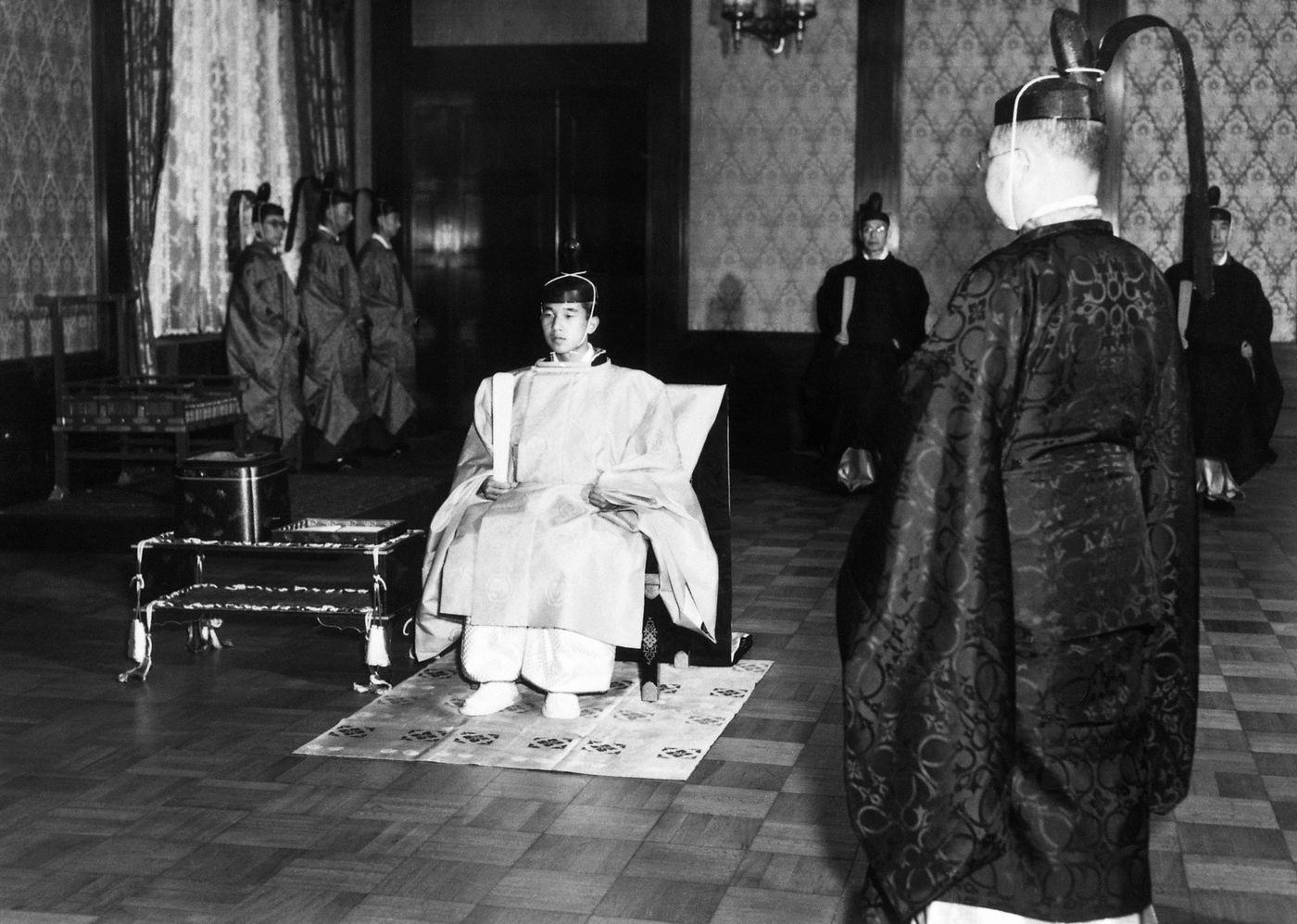 Nhật Hoàng Akihito: Vị hoàng đế của nhiều lần đầu tiên - Ảnh 2.