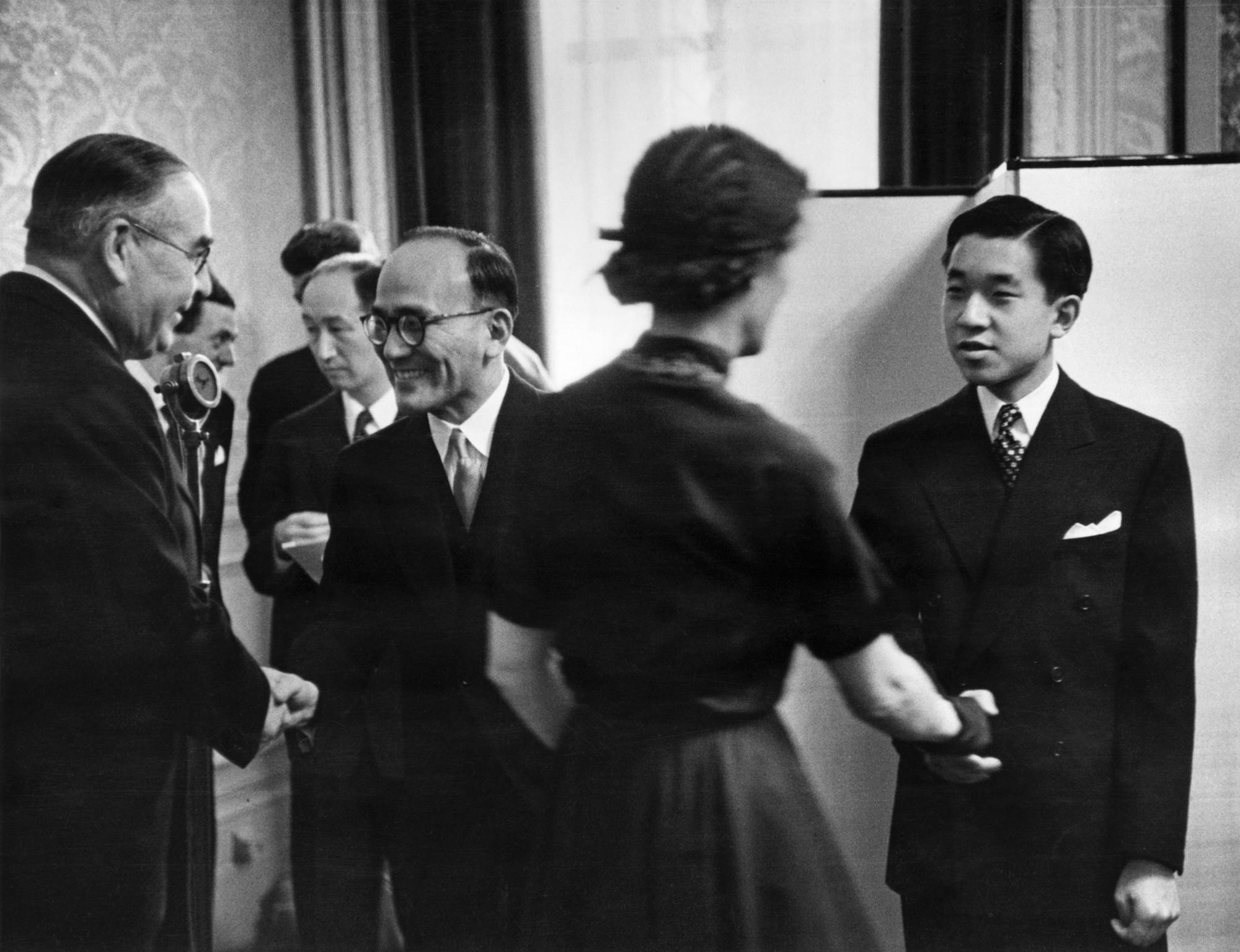 Nhật Hoàng Akihito: Vị hoàng đế của nhiều lần đầu tiên - Ảnh 3.