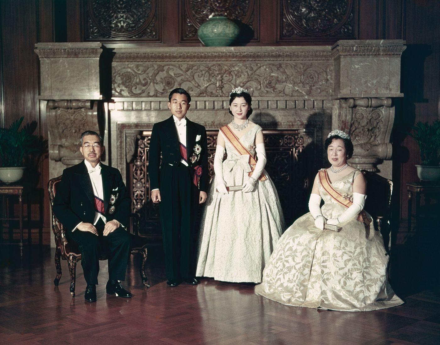 Nhật Hoàng Akihito: Vị hoàng đế của nhiều lần đầu tiên - Ảnh 5.
