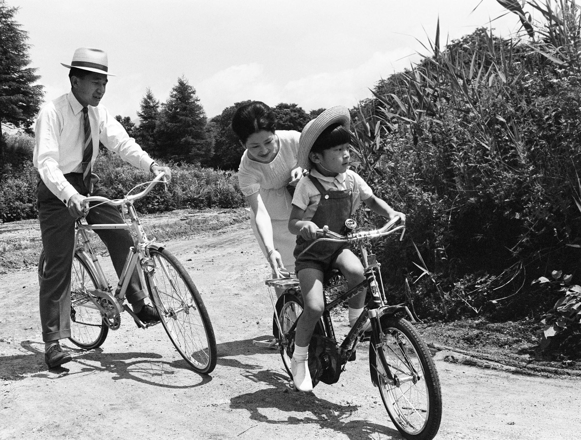 Nhật Hoàng Akihito: Vị hoàng đế của nhiều lần đầu tiên - Ảnh 6.