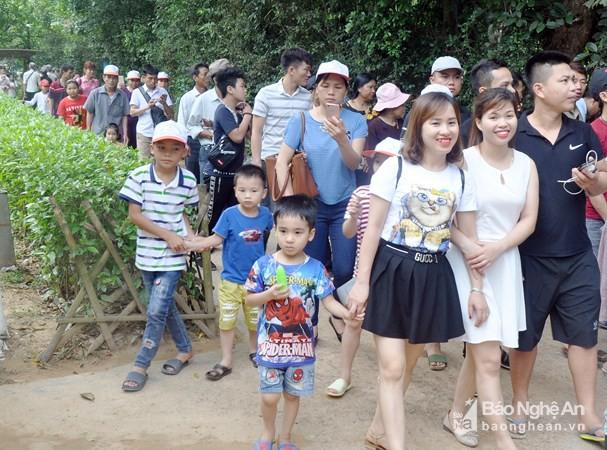 Hơn 27.000 lượt khách về thăm quê Bác trong 2 ngày đầu dịp lễ - Ảnh 1.
