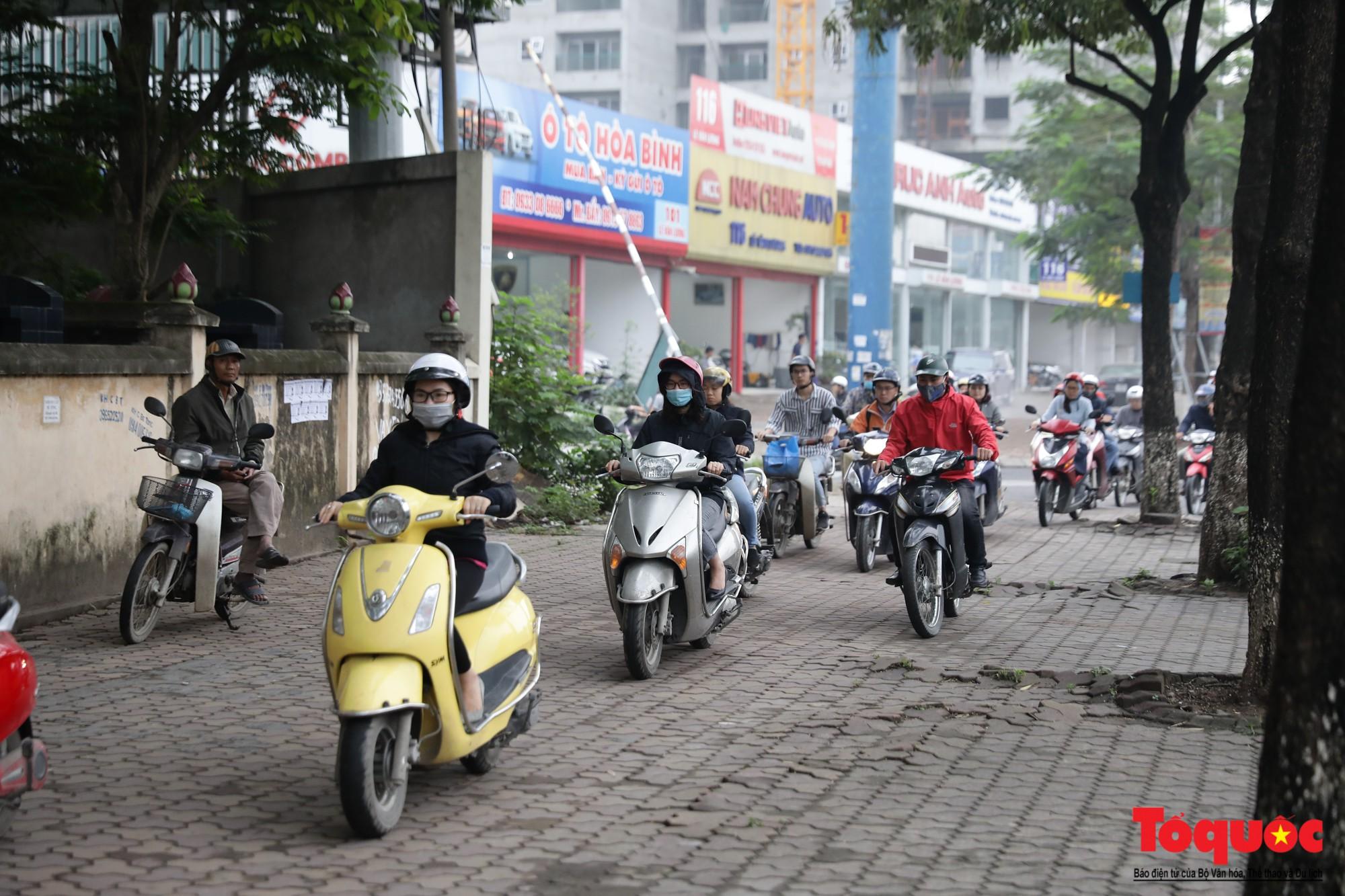 Nhìn những hình ảnh này mới thấy đề xuất cấm xe máy 6 tuyến phố Hà Nội là vô cảm với người dân nghèo - Ảnh 6.