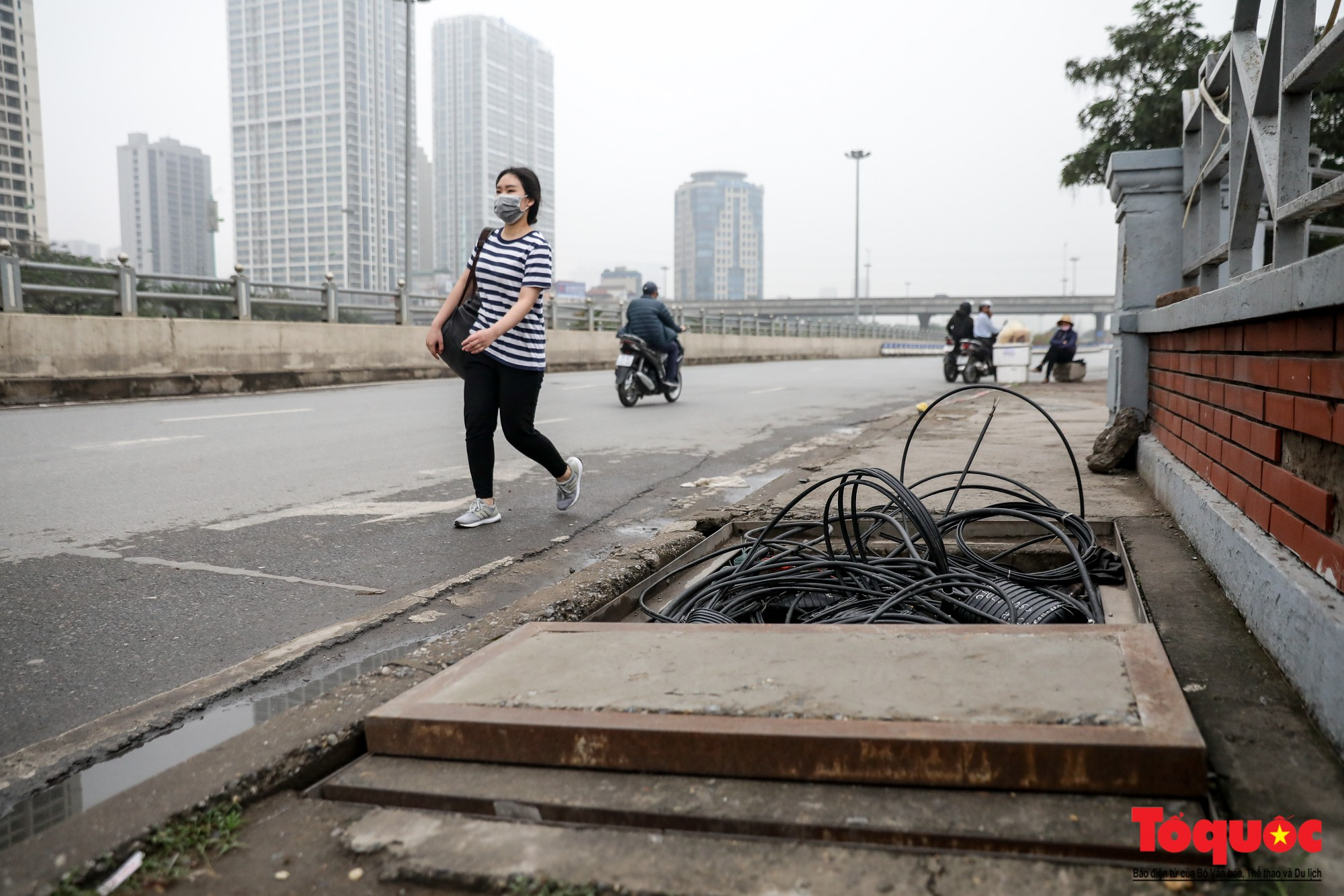Nhìn những hình ảnh này mới thấy đề xuất cấm xe máy 6 tuyến phố Hà Nội là vô cảm với người dân nghèo - Ảnh 9.