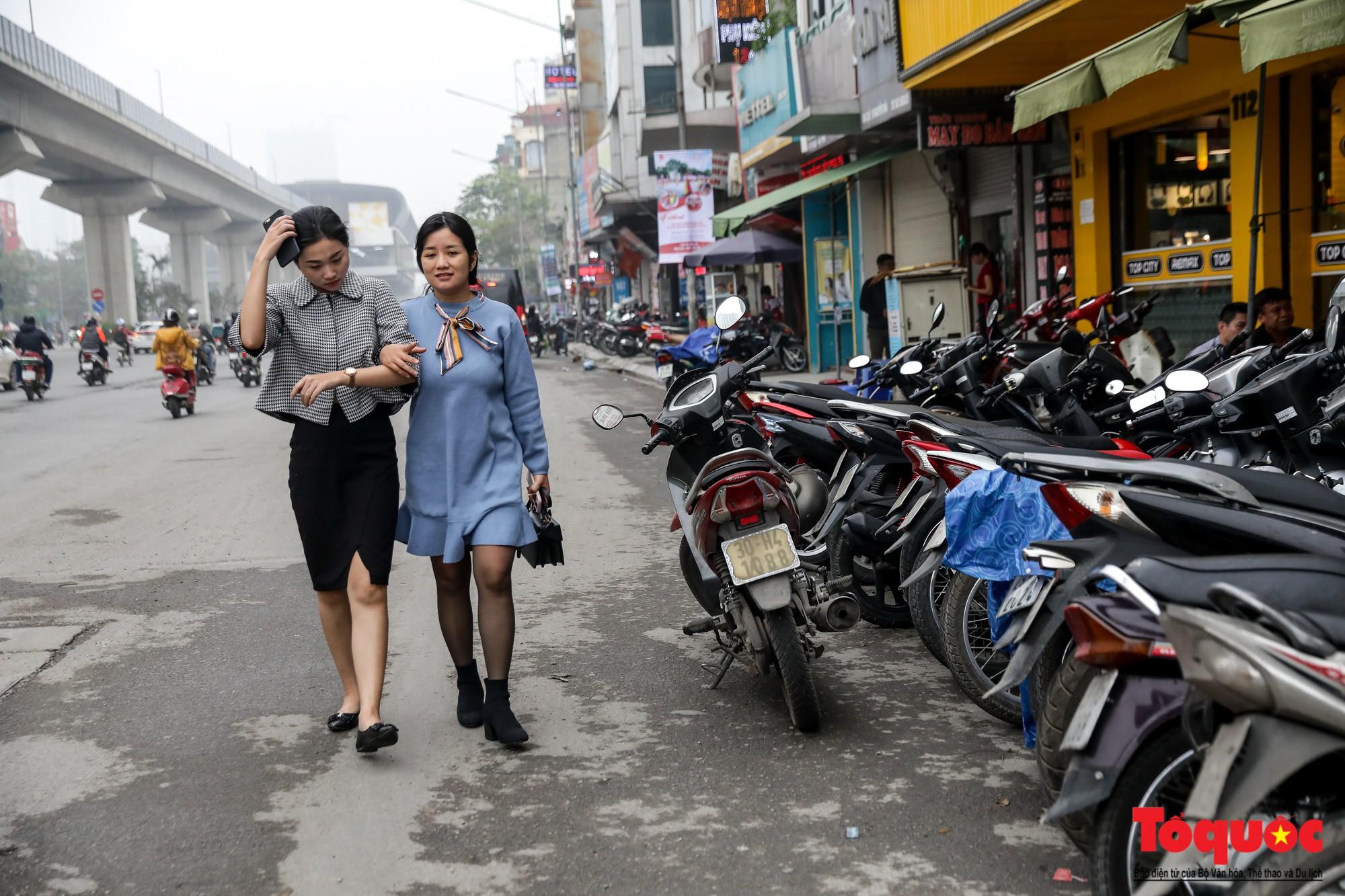 Nhìn những hình ảnh này mới thấy đề xuất cấm xe máy 6 tuyến phố Hà Nội là vô cảm với người dân nghèo - Ảnh 13.