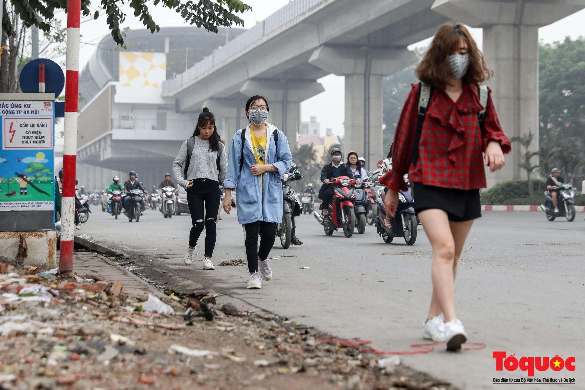 Nhìn những hình ảnh này mới thấy đề xuất cấm xe máy 6 tuyến phố Hà Nội là vô cảm với người dân nghèo - Ảnh 16.