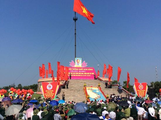 Lễ thượng cờ Thống nhất non sông sáng 30/4 tại Quảng Trị - Ảnh 1.
