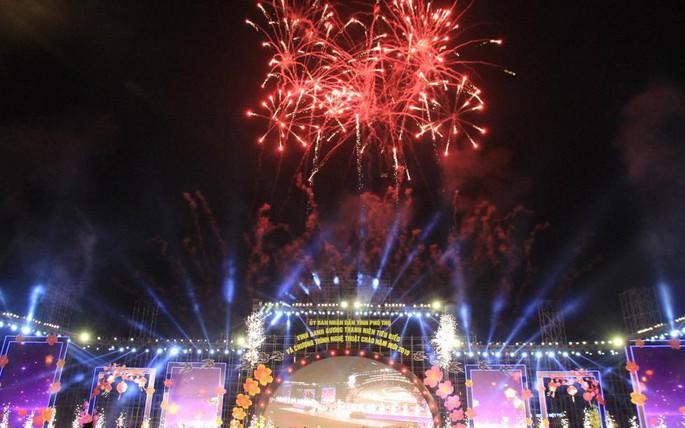 Bắn pháo hoa tại Lễ Khai hội Đền Hùng 2019