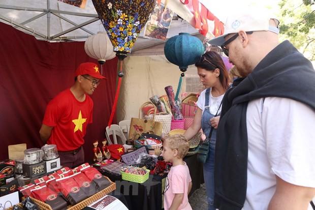Ấn tượng văn hóa Việt tại Hội chợ ASEAN Bazar ở Argentina - Ảnh 2.