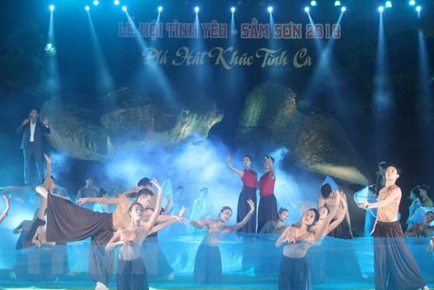 Khai mạc Lễ hội Tình yêu - Hòn Trống Mái tại Sầm Sơn, Thanh Hóa - Ảnh 1.
