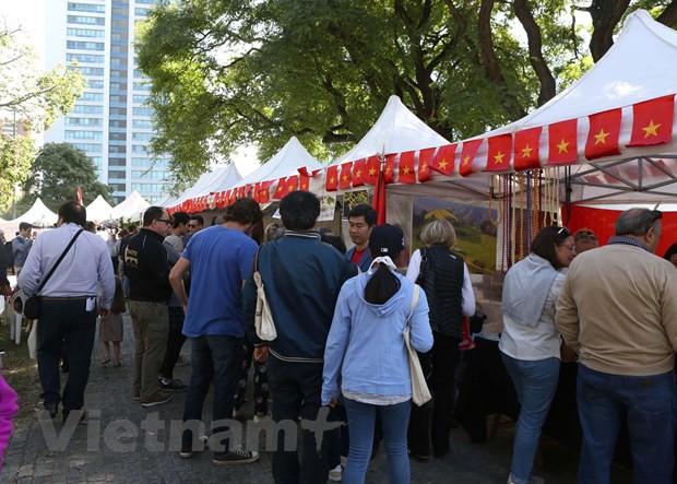 Ấn tượng văn hóa Việt tại Hội chợ ASEAN Bazar ở Argentina - Ảnh 1.
