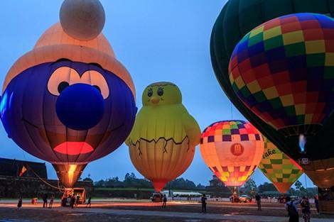 10 khinh khí cầu khổng lồ sẽ bay trên bầu trời Cố đô dịp Festival nghề truyền thống Huế 2019 - Ảnh 1.