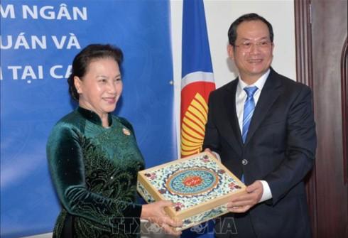 Chủ tịch Quốc hội gặp gỡ cộng đồng người Việt Nam tại Qatar - Ảnh 1.
