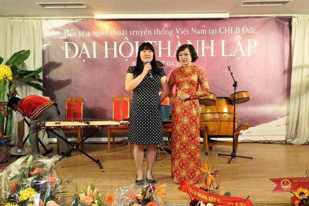 Gìn giữ và phát triển nghệ thuật truyền thống Việt Nam tại Đức - Ảnh 2.