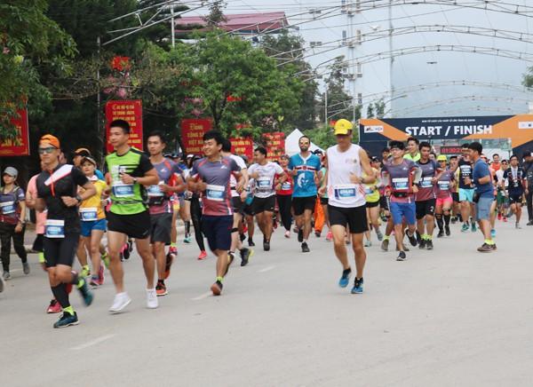 Giải Marathon quốc tế Chạy trên cung đường Hạnh Phúc 2019 - Ảnh 1.