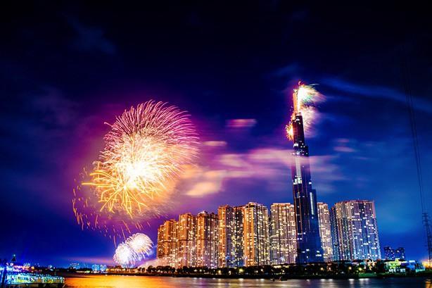 Choáng ngợp màn pháo hoa mãn nhãn từ toà tháp cao nhất Đông Nam Á - Ảnh 3.