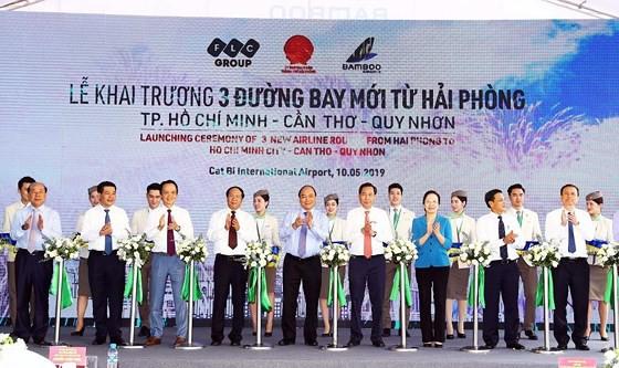 Thủ tướng Nguyễn Xuân Phúc dự lễ khai trương 3 đường bay mới từ Hải Phòng của Bamboo Airways - Ảnh 1.
