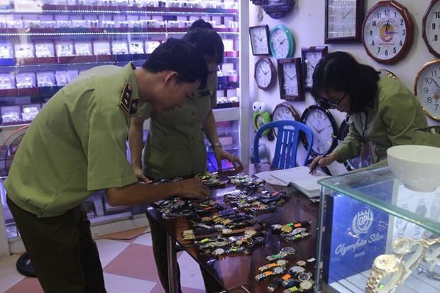 Thu giữ gần 1.300 đồng hồ đeo tay giả mạo các thương hiệu nổi tiếng - Ảnh 1.