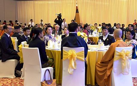 Chủ tịch Quốc hội chủ trì Tiệc chiêu đãi các đại biểu tham dự Đại lễ Vesak - Ảnh 1.