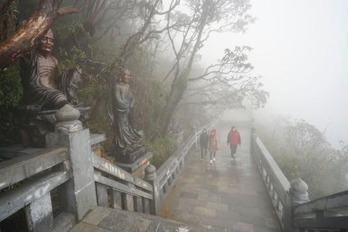 Tiếp nối chuỗi hoạt động tại Việt Nam, đoàn đại biểu Vesak quốc tế sẽ làm lễ cầu an trên đỉnh thiêng Fansipan - Ảnh 3.