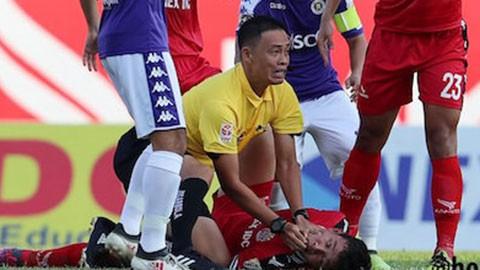 Giúp cầu thủ vượt cửa tử, trọng tài Ngô Duy Lân nhận khen thưởng lớn từ VFF - Ảnh 1.