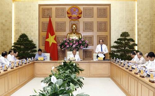 Thủ tướng Chính phủ đã ban hành nhiều văn bản chỉ đạo về cải cách thủ tục hành chính tạo thuận lợi cho người dân và doanh nghiệp - Ảnh 2.