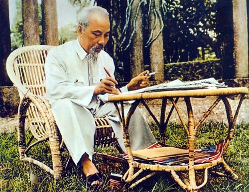 Bồi dưỡng thế hệ cách mạng cho đời sau theo Di chúc Chủ tịch Hồ Chí Minh - Ảnh 1.
