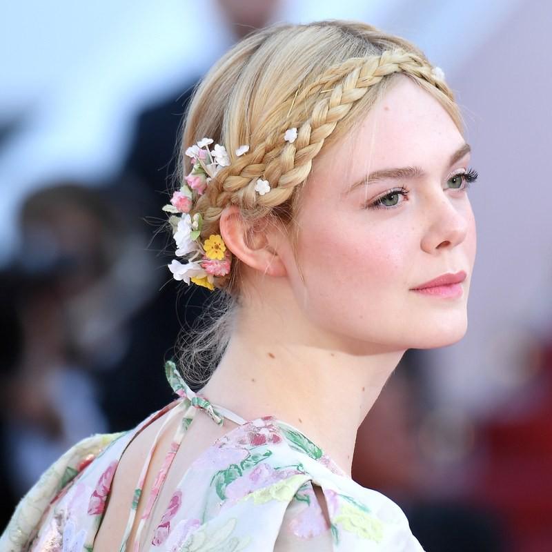 LHP Cannes ngày 2: Elle Fanning thần thái, thiên thần nội y Victorias Secrect lại cực kỳ cháy bỏng - Ảnh 2.