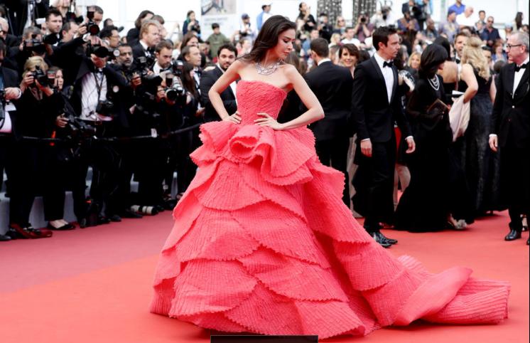 LHP Cannes ngày 2: Elle Fanning thần thái, thiên thần nội y Victorias Secrect lại cực kỳ cháy bỏng - Ảnh 7.