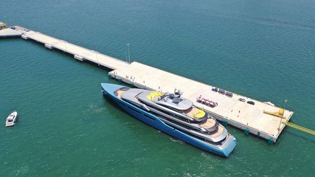 Siêu du thuyền 150 triệu USD của tỷ phú CLB Tottenham tại vịnh Hạ Long - Ảnh 2.