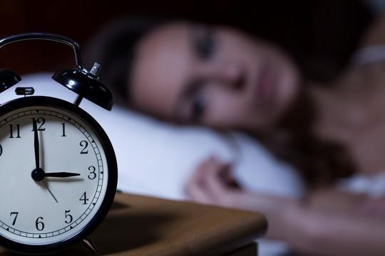 Cách ngủ này khiến ung thư dễ mắc và khó trị - Ảnh 1.