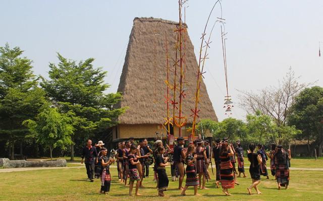 Đồng bào Ba Na tổ chức Lễ Tơ Mon - Ảnh 2.