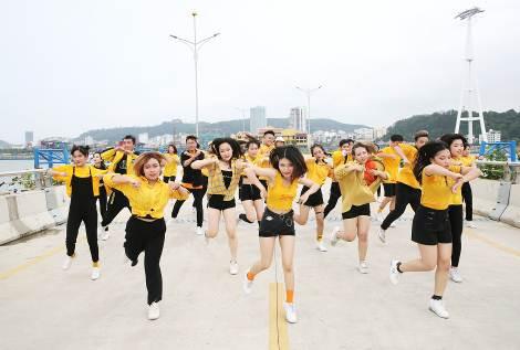 Những màn diễn ấn tượng của Top 16 Flashmob - Sóng tuổi trẻ - Ảnh 4.