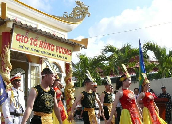 Lễ Giỗ Tổ Hùng Vương diễn ra tại Đền thờ vua Hùng, tỉnh Cà Mau. Nguồn: SGGP