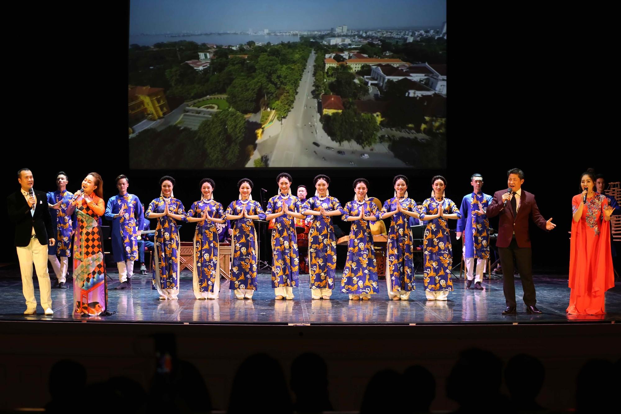 Nghệ thuật Việt Nam tiếp tục toả sáng tại Cố đô St.Petersburg, Liên bang Nga - Ảnh 2.