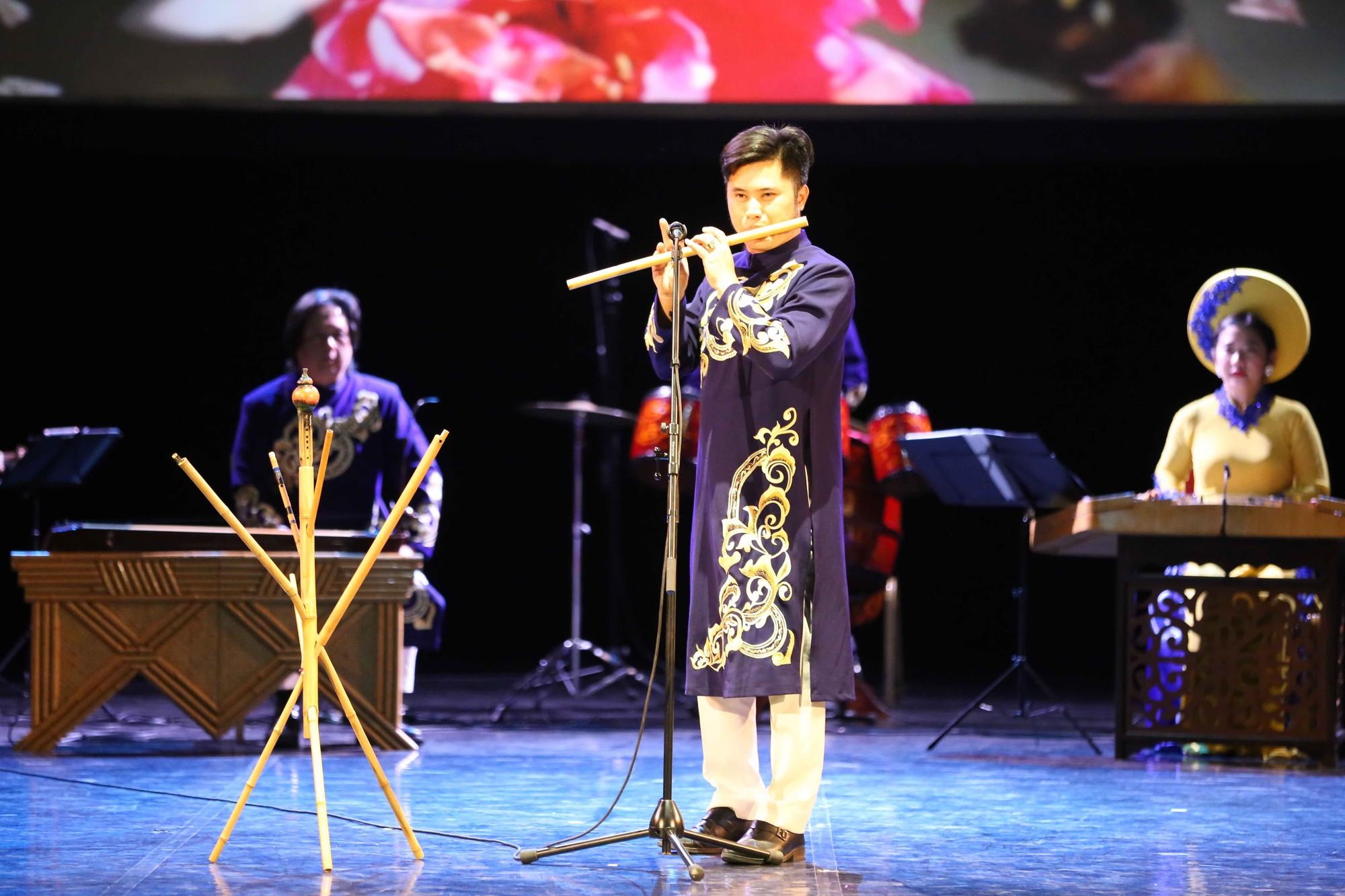 Nghệ thuật Việt Nam tiếp tục toả sáng tại Cố đô St.Petersburg, Liên bang Nga - Ảnh 3.