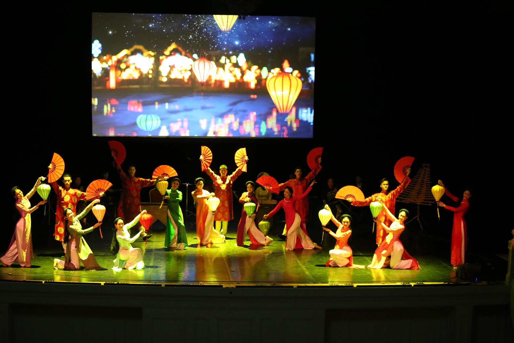 Nghệ thuật Việt Nam tiếp tục toả sáng tại Cố đô St.Petersburg, Liên bang Nga - Ảnh 5.