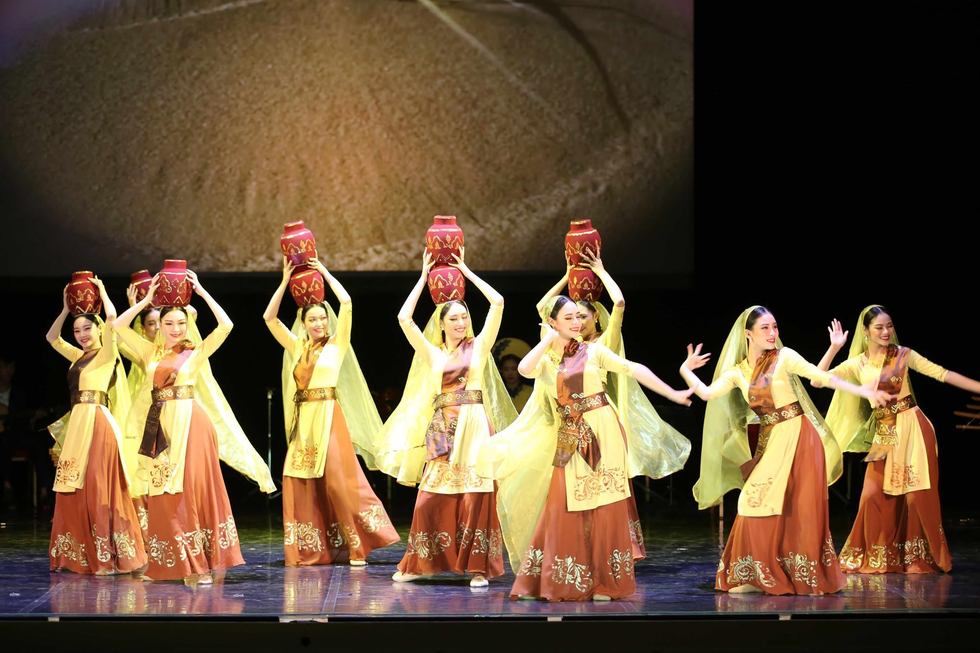 Nghệ thuật Việt Nam tiếp tục toả sáng tại Cố đô St.Petersburg, Liên bang Nga - Ảnh 8.