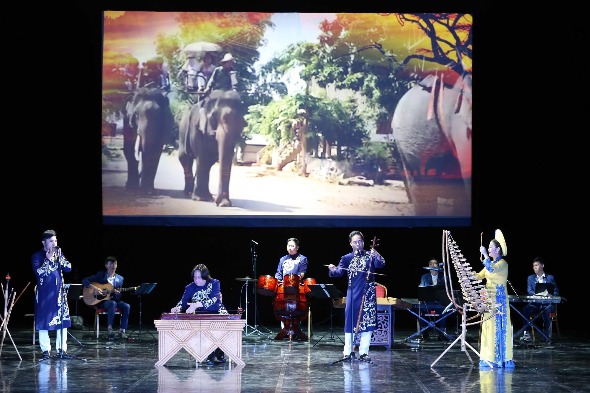 Nghệ thuật Việt Nam tiếp tục toả sáng tại Cố đô St.Petersburg, Liên bang Nga - Ảnh 11.