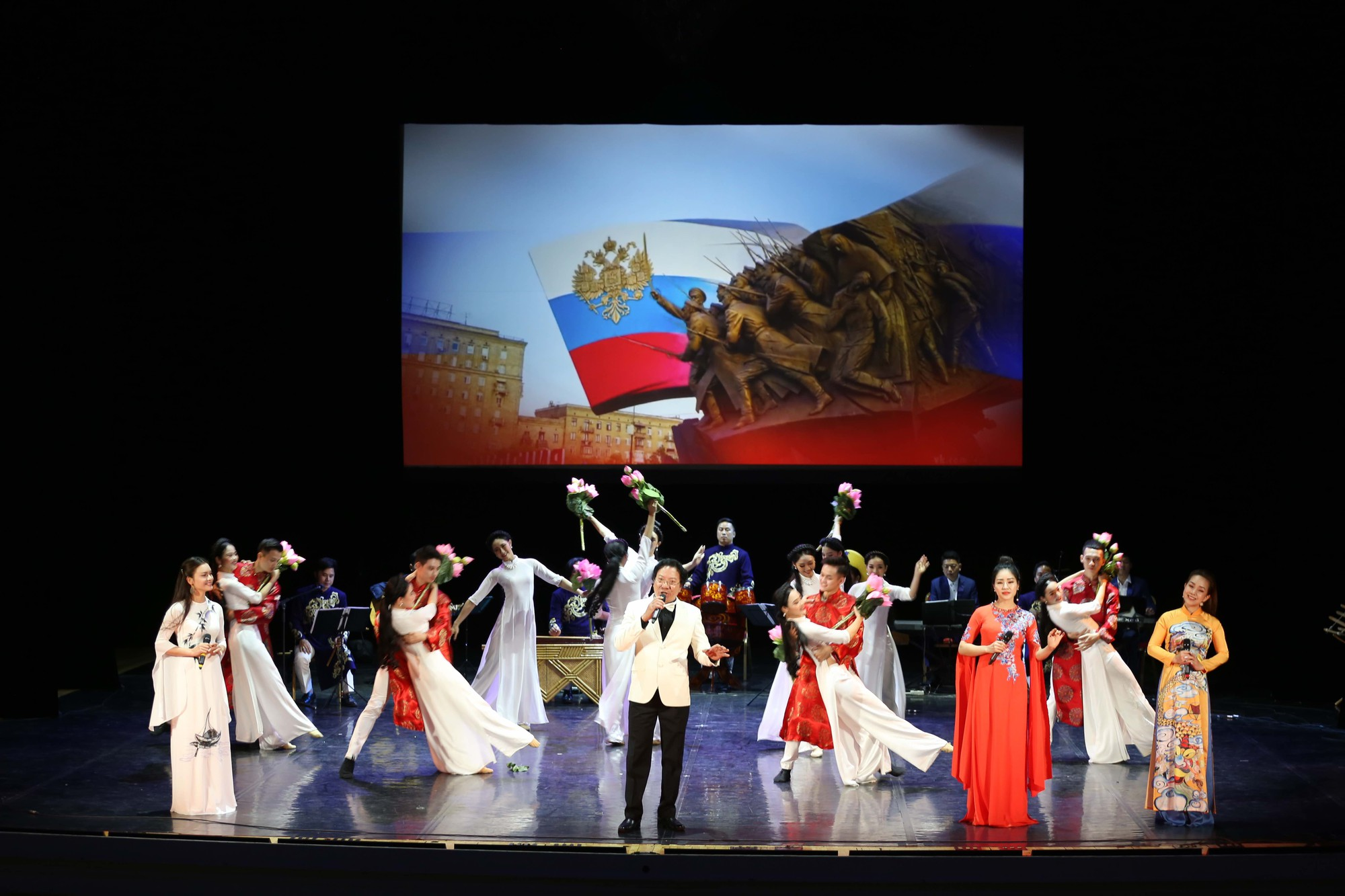 Nghệ thuật Việt Nam tiếp tục toả sáng tại Cố đô St.Petersburg, Liên bang Nga - Ảnh 12.