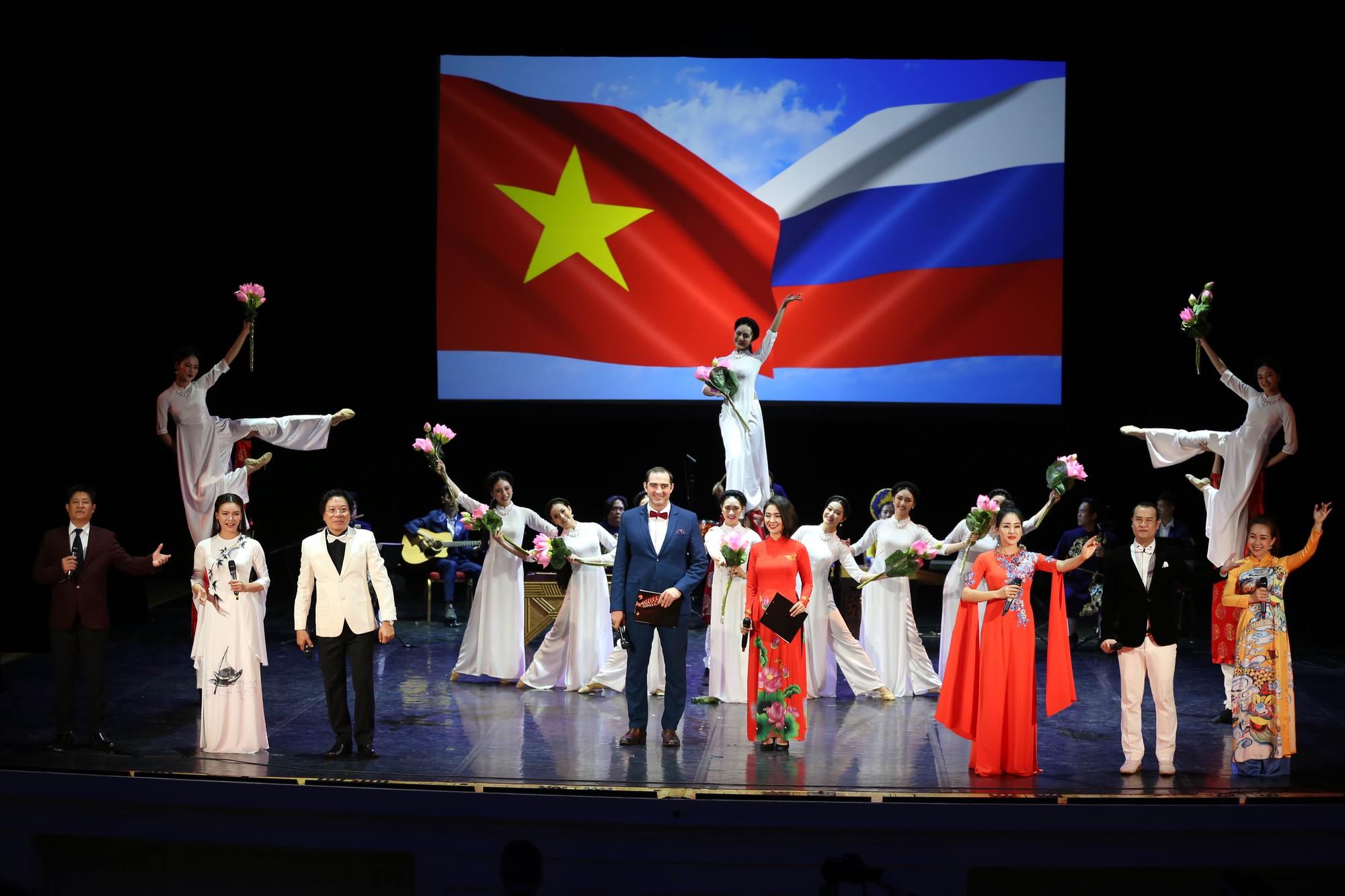 Nghệ thuật Việt Nam tiếp tục toả sáng tại Cố đô St.Petersburg, Liên bang Nga - Ảnh 13.
