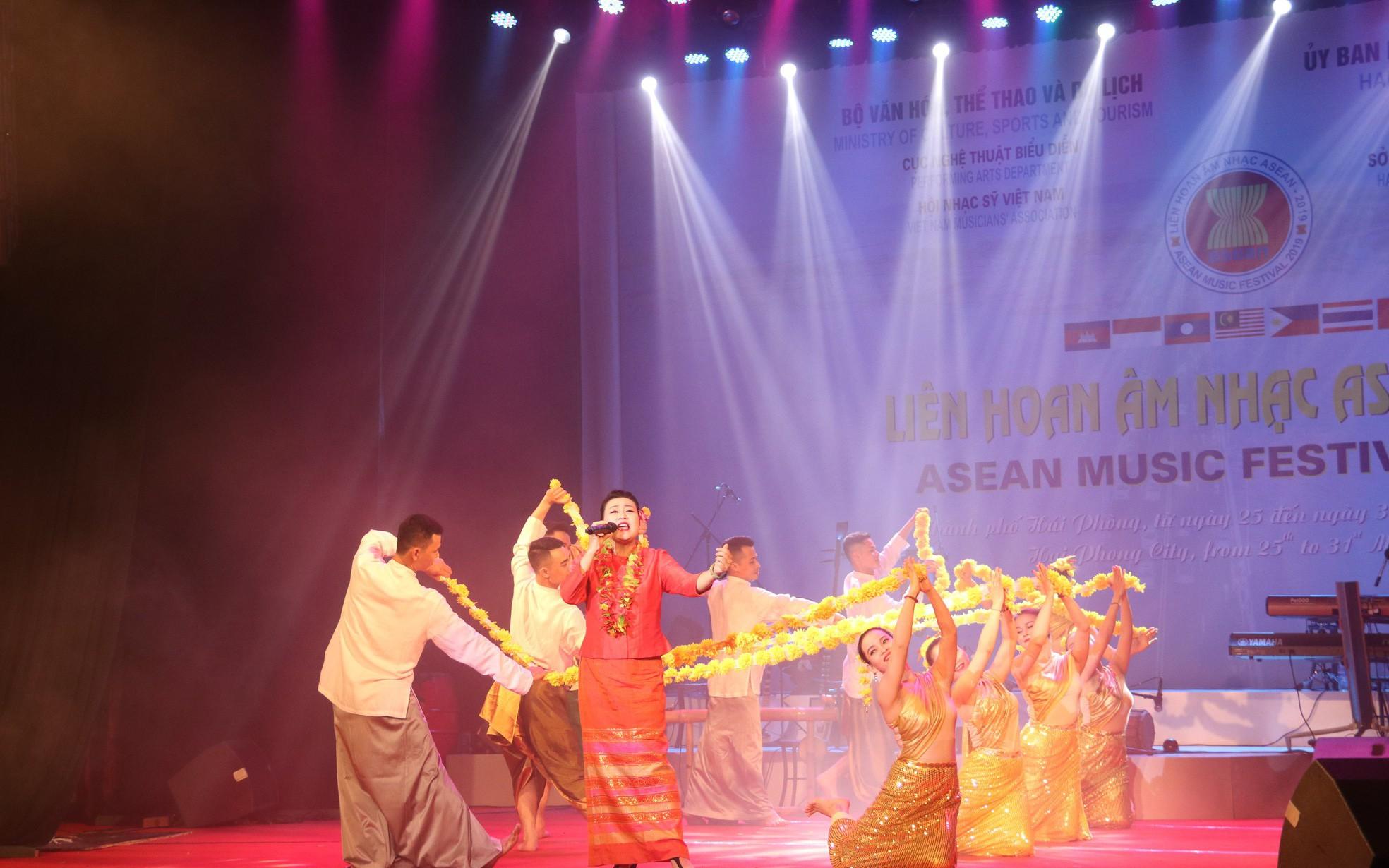 Thứ trưởng Lê Khánh Hải: Liên hoan Âm nhạc ASEAN 2019 là sự kiện văn hóa ý nghĩa, thúc đẩy quan hệ hợp tác giữa các quốc gia trong khu vực