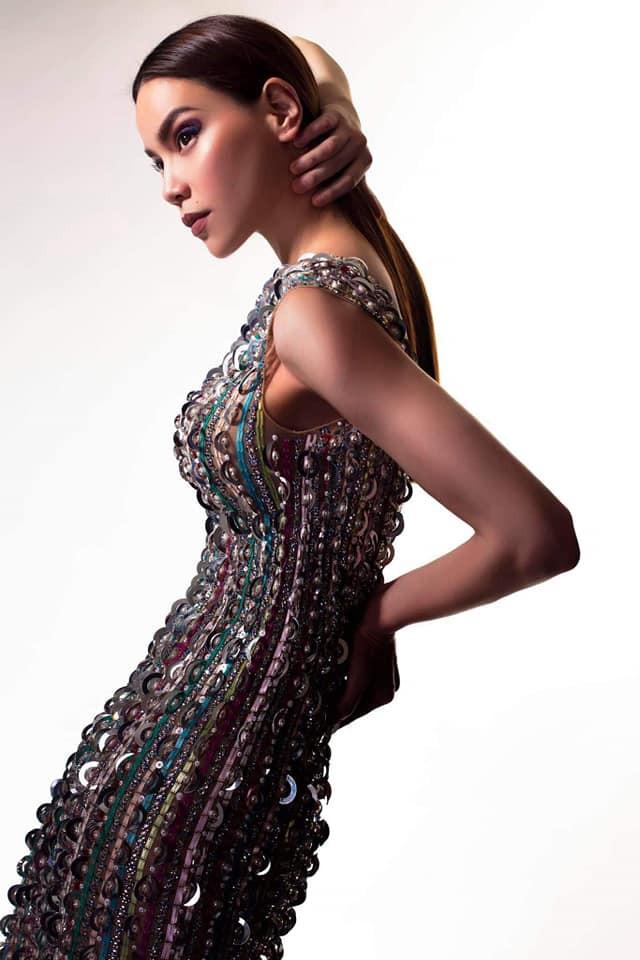 Hồ Ngọc Hà biến hóa với hàng loạt trang phục táo bạo - Ảnh 4.