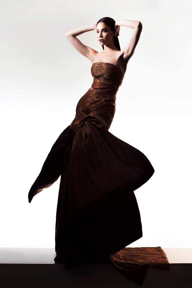 Hồ Ngọc Hà biến hóa với hàng loạt trang phục táo bạo - Ảnh 5.