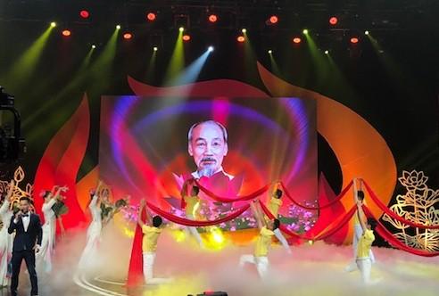 Tổ chức các hoạt động tuyên truyền kỷ niệm 50 năm thực hiện Di chúc của Chủ tịch Hồ Chí Minh tại Cà Mau - Ảnh 1.