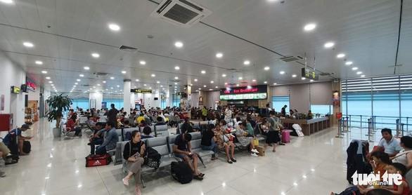 Máy bay của Vietjet bị hỏng lốp do sinh vật ngoại lai khiến hàng trăm hành khách mắc kẹt tại sân bay - Ảnh 1.